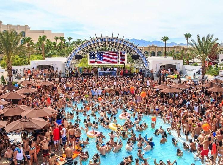 meet girls men pool party Vegas