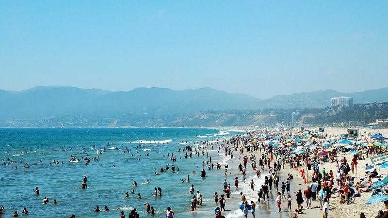 meet girls Los Angeles beach California