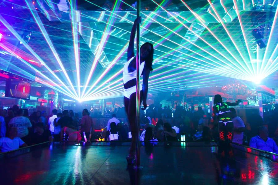 hot girls Las Vegas strip club nightlife single men
