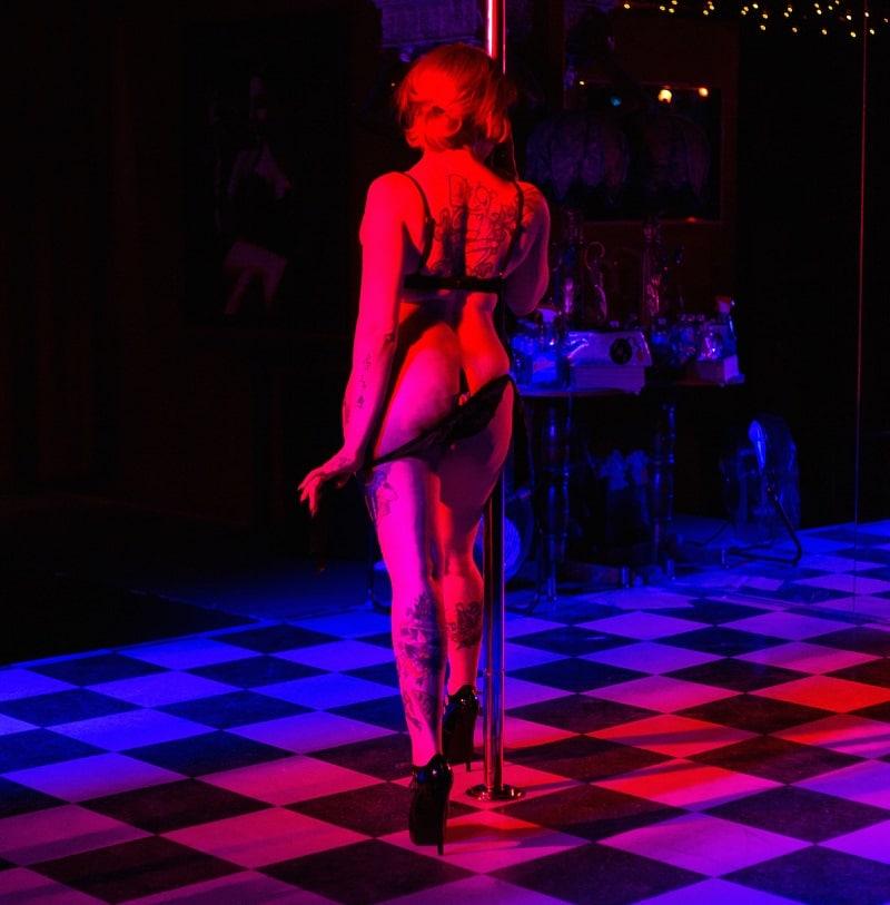 sexy girl strip club Calgary night hookups