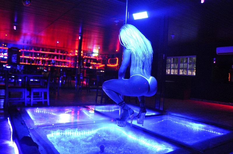 meet sexy girls Rio de Janeiro strip club