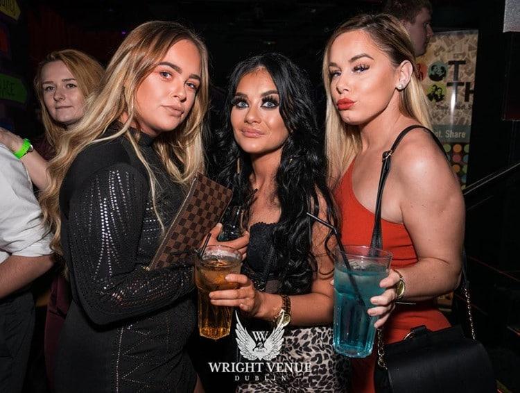pick up single girls in Dublin in nightclubs