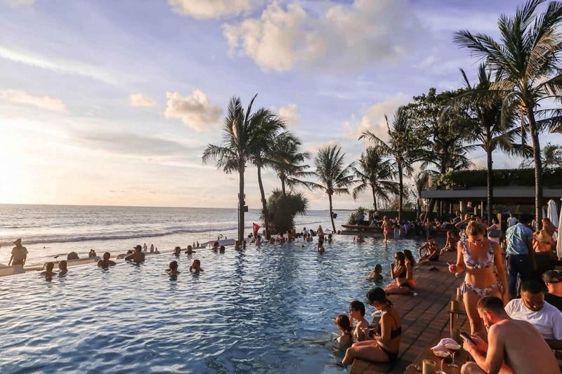 meet girls beach bar Bali getting laid Seminyak