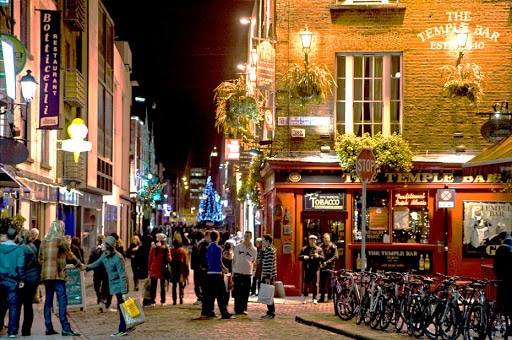 meet girls and men in Temple Bar bars easy get laid